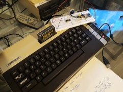 Auf der echten Hardware programmiert und getestet. Der Assembler Editor von Atari ist zwar langsam, eignet sich aber gut für kleiner Projekte.